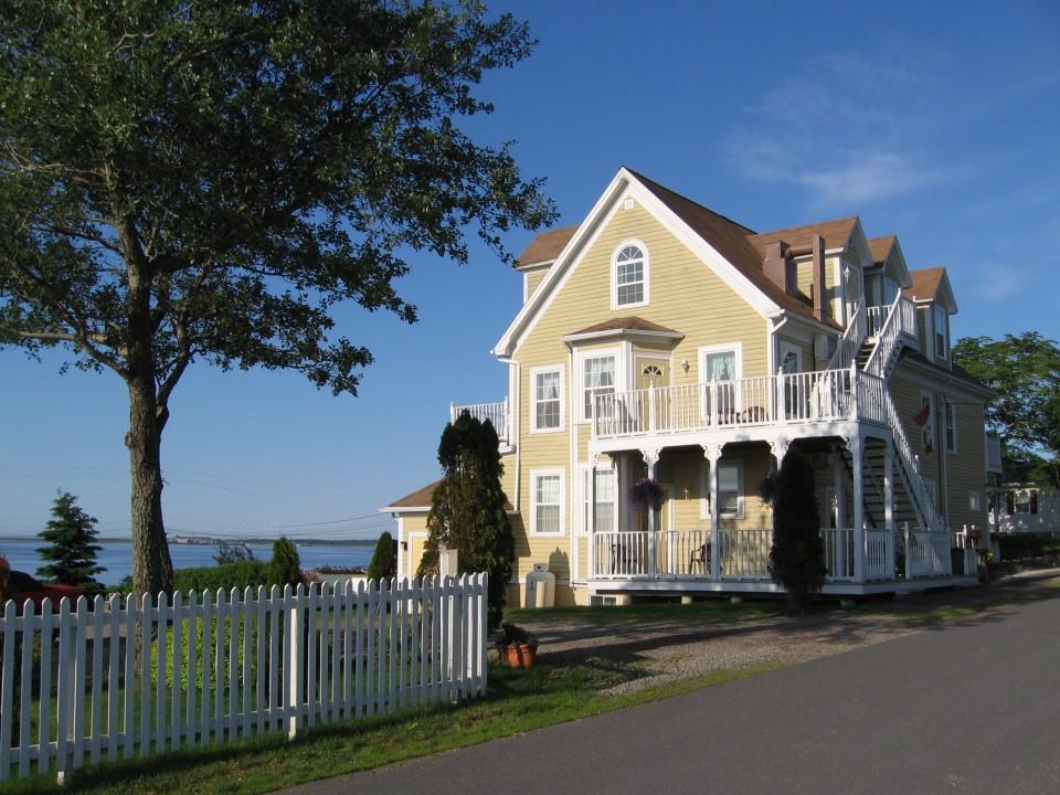 Louisbourg Harbour Inn Bed Breakfast